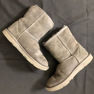 UGG boots kids size 4, gray
